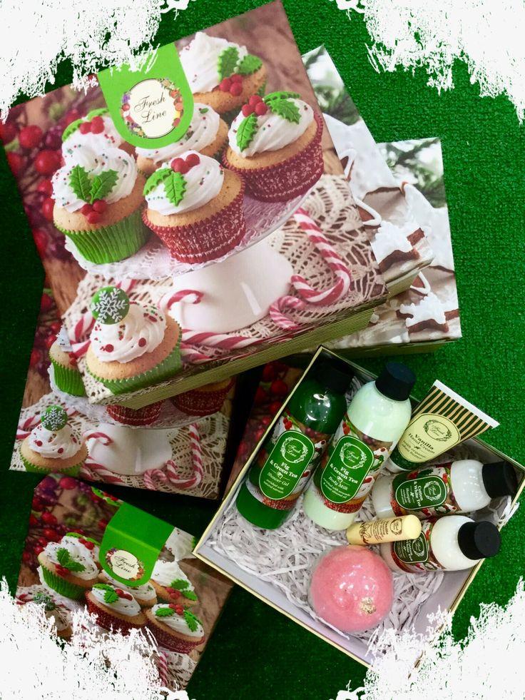 #Fresh #Christmasgifts Σετ Σύκο & Πράσινο Τσάι Με άρωμα που συνδυάζει τη γλυκιά και μαλακή υφή του σύκου, σαν να το έκοψες μόλις από το δέντρο, με το βοτανικό άρωμα του πράσινου τσαγιού. Μία απολαυστική περιποίηση σώματος, χειλιών, χεριών και μαλλιών που δεν πρέπει να λείπει από τη Χριστουγεννιάτική σας λίστα δώρων! + Περιέχει τη ΝΕΑ σειρά μαλλιών του Fresh Bar Βαμβάκι & Λευκό Τσάι! Ανακαλύψτε την! Λιανική Τιμή: 26,90€ από 44,00€ #staytuned #xmas2016 #FreshLine #33daysbeforechristmas #fig #