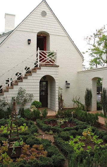 Small but charming garden and railing.  Nice idea for a garage with apartment above.  Passage can be extra parking in the rear.