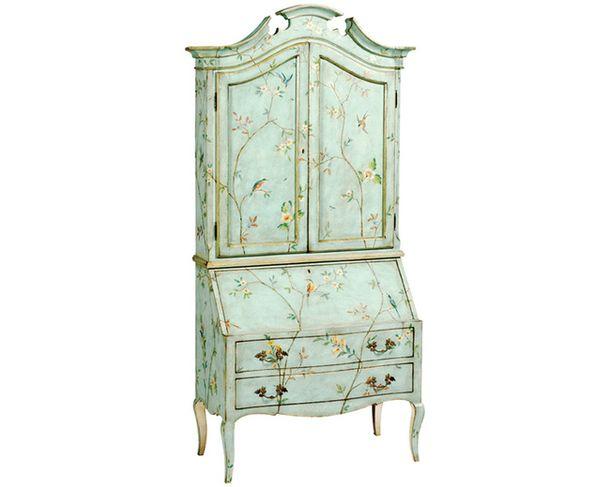 Пастельные тона: в моду входят бледные цвета – нежно-голубой, бледно-желтый, розовый, серо-голубой. В этой гамме расписан секретер, Patina Italia, в стиле Людовика XV с цветочным орнаментом набледно-зеленомфоне.
