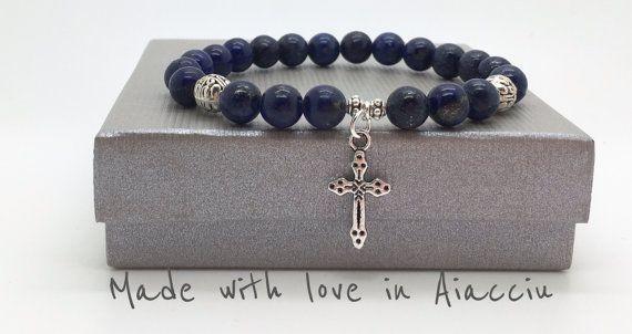 bracelet  perles lapis lazuli et croix par madewithloveinaiaciu