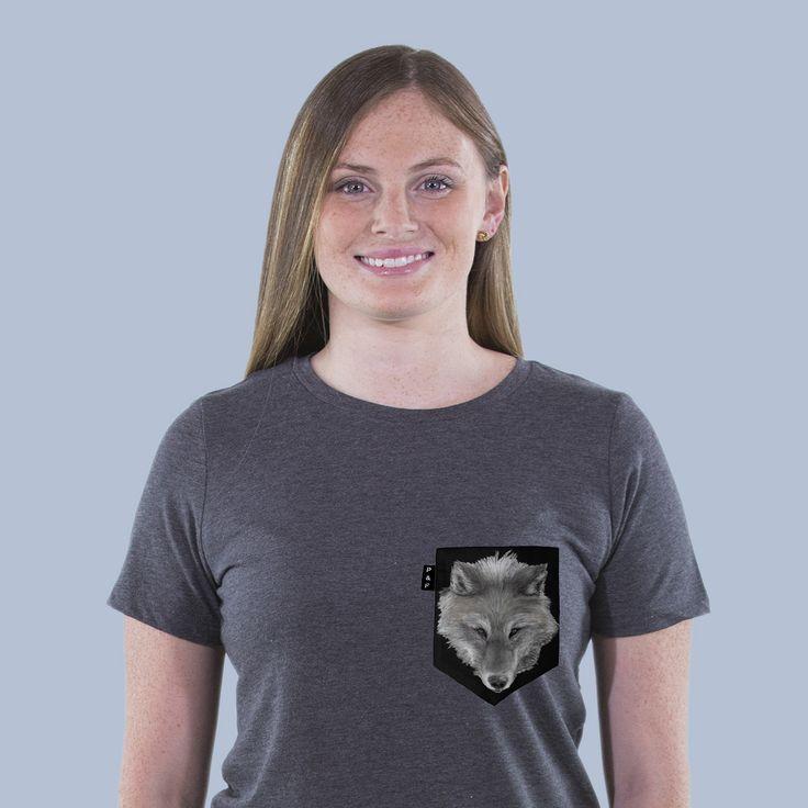 Women's clothing・Crew Neck・Pocket tee・Nature・Wildlife・Montreal ❖ Vêtements pour femmes・Col Rond・Chandail à poche・Loup・Wolf・Montréal