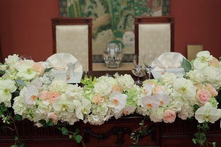 冬の装花 メゾンポールボキューズ様へ メインテーブル装花