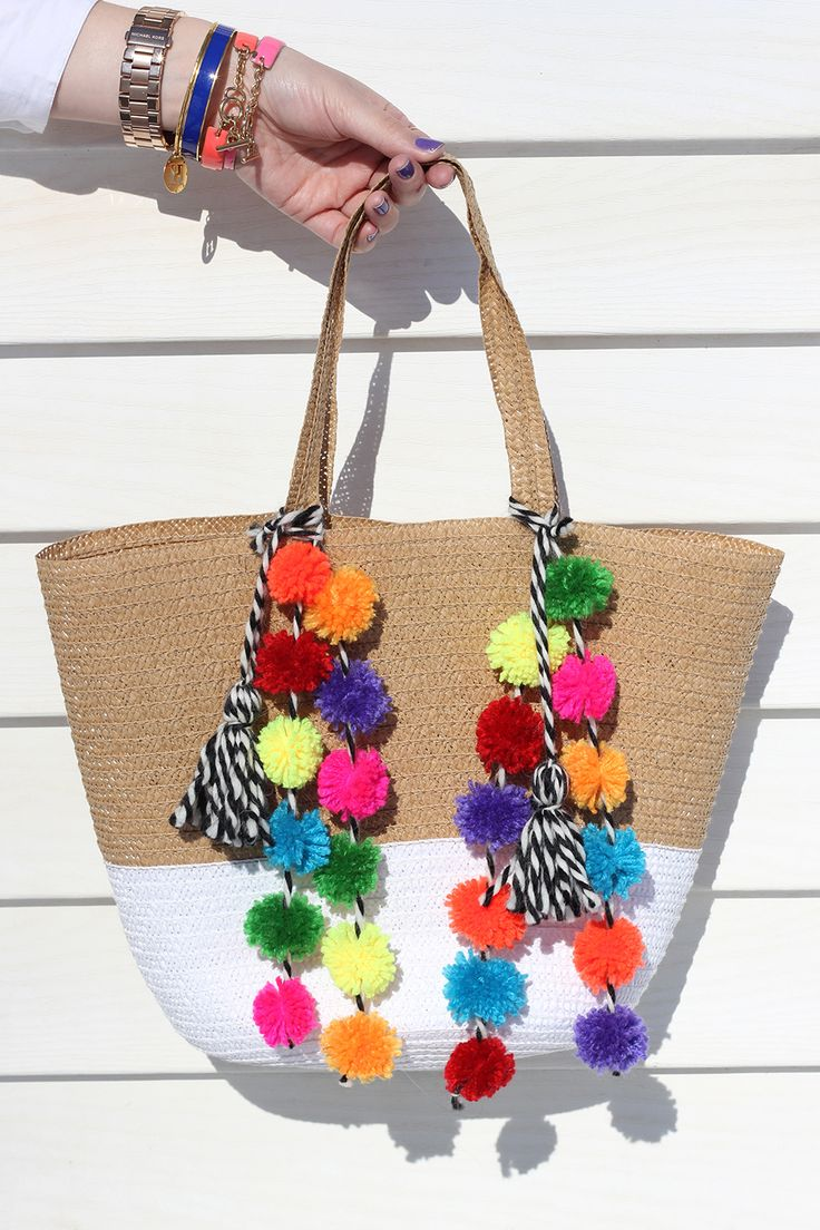 It's the time of year that we all start dreaming of tropical destinations, beautiful beaches and hot, hot weather. Create this #DIY #PomPom Beach Bag