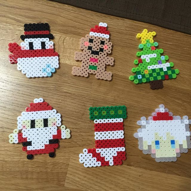 Christmas perler beads by molluka