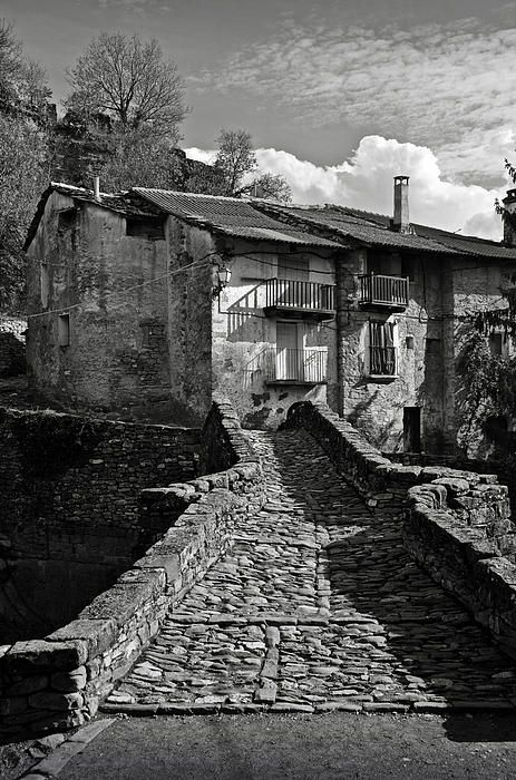 An old spanish town, Puente de Montanana. By RicardMN Photography