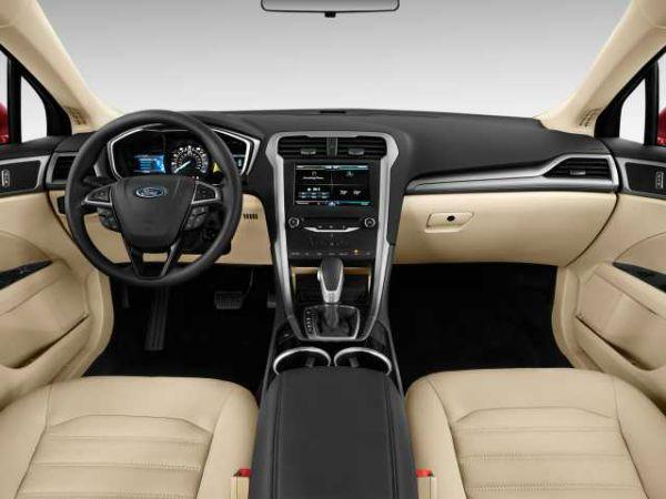 2016 Ford Fusion SE Interior