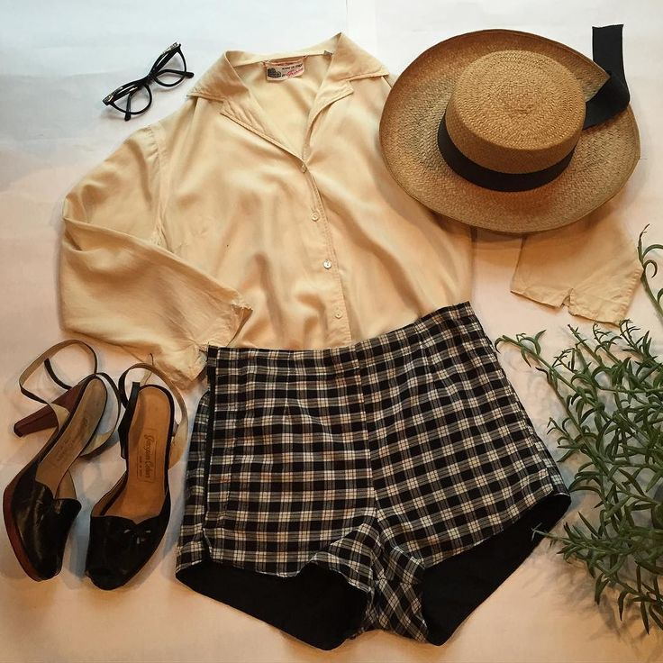 A sweet little spring 50's look!  Already have the hat...