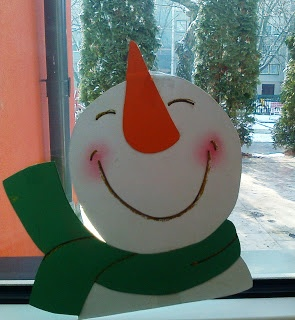 "Cute snowman I can see making this out of wood and craft paint for a door deco OR to sit on a windowsill to greet the neighbors!... ooh... add a ""welcome"" placard to it!"