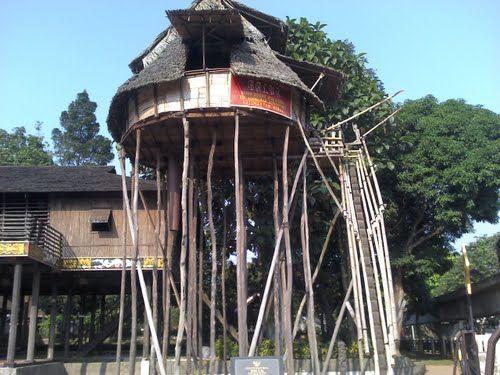 Rumah adat asli Kalimantan Selatan
