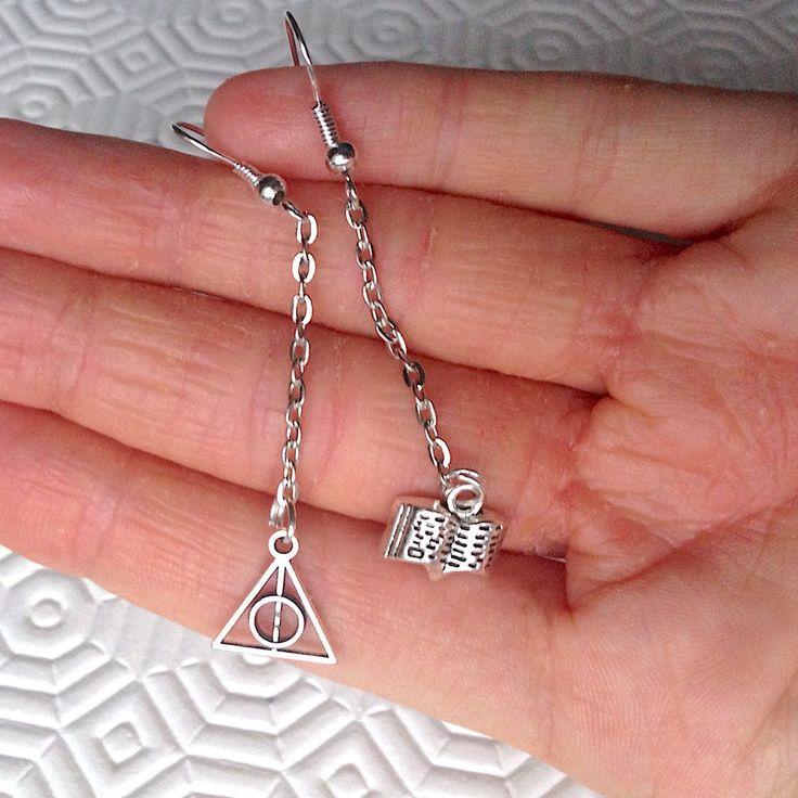 Orecchini pendenti argentati con libro aperto e simbolo dei Doni della Morte di Harry Potter per amanti dei libri, fatti a mano