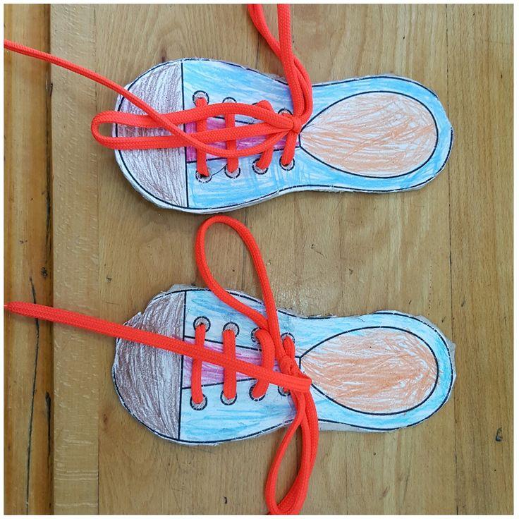 Çocukların ince motor becerilerini geliştirmek içın ayakkabı bağlama etkinliğimizi yaptık...Cannur Haznedar