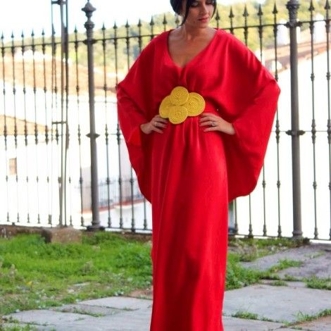 Vestido rojo largo de Chuchus et Moi para boda de noche http//