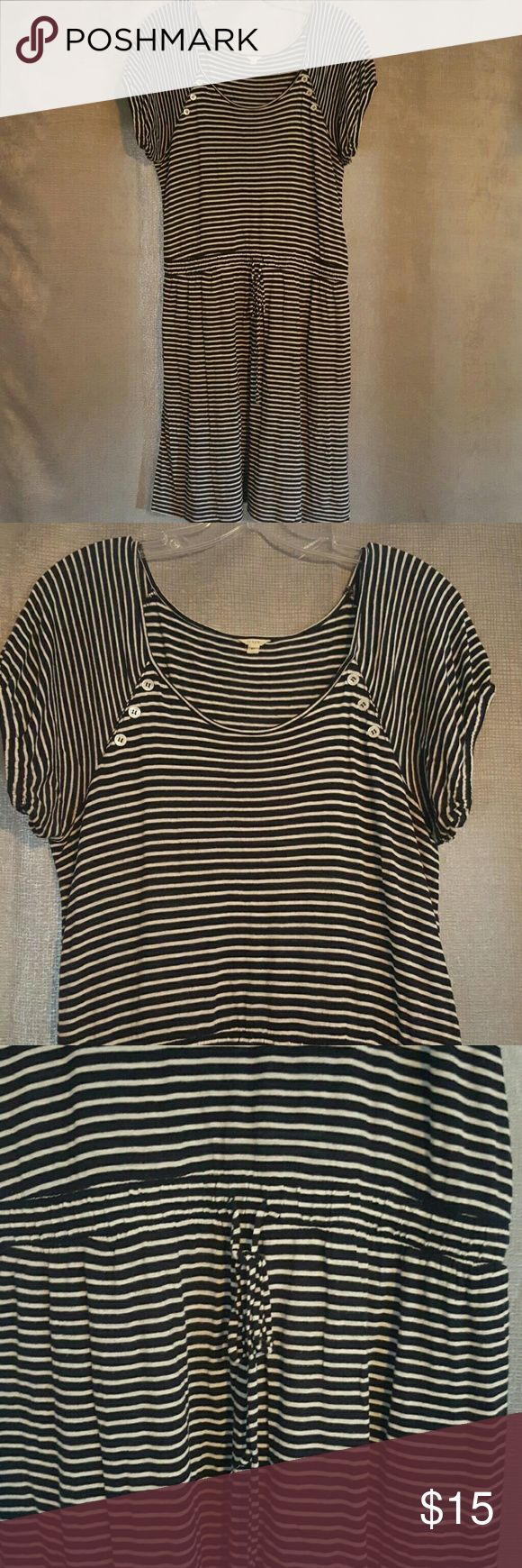 J.Crew nautical cotton dress Nautical cotton dress from Jcrew. Short sleeves which have elastic at ends. Waist can be tightened with tie. No damage. J. Crew Dresses