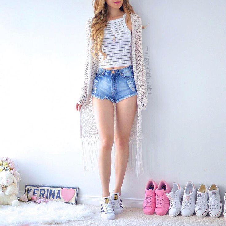 "Kerina Mango no Instagram: ""Imma bee imma bee imma imma imma bee.. Jk I'm a wasp ahahahaha omg that cracked me up Top: @shopmangorabbit | Cardi: @urbanplanet | Shorts: @fashionnova | Shoes: @adidasoriginals"""