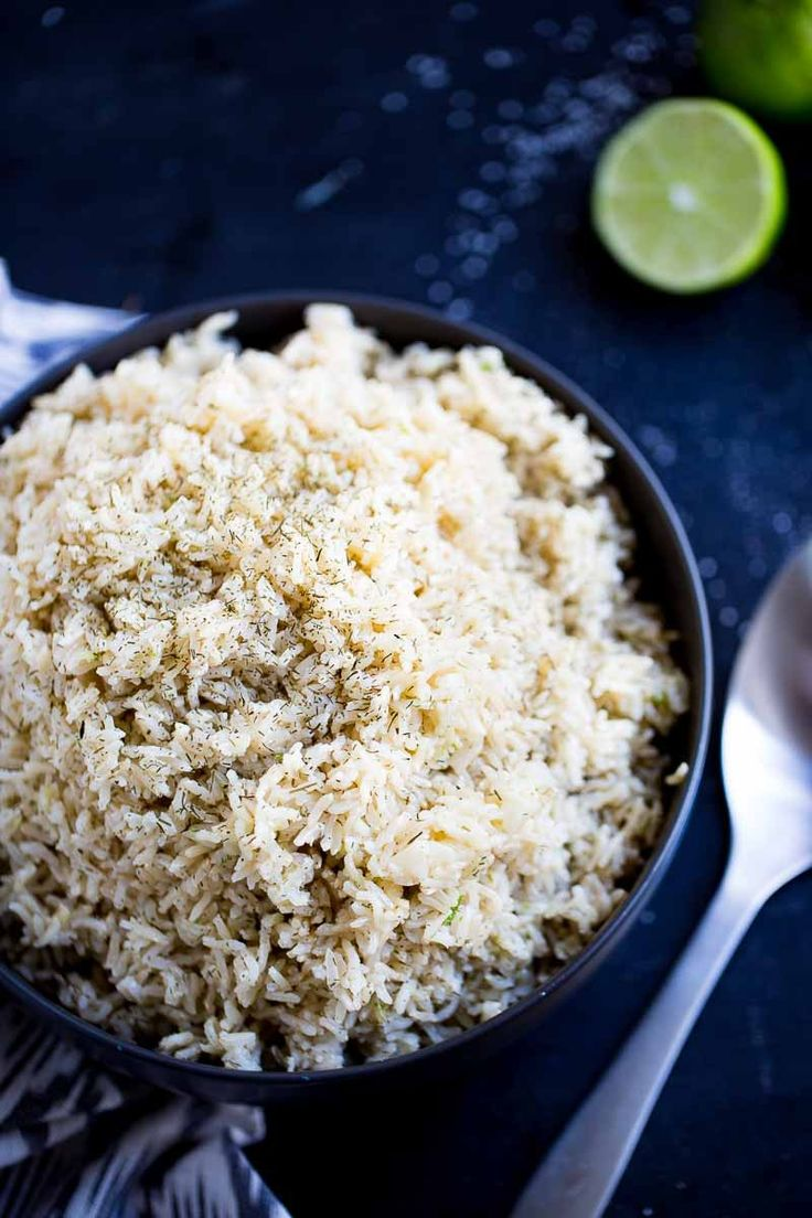 Esta es la mejor manera de hacer el arroz integral para que te quede perfecto. También te doy ideas de como darle sabor para que le guste a toda tu familia. Vegan Soups, Vegan Dishes, Vegan Vegetarian, Light Cheesecake, Delicious Vegan Recipes, Brown Rice, Soup And Salad, Tapas, Main Dishes