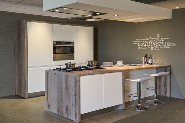 Keukens Hoogglans wit gelakte greeploze keuken