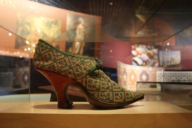 Museo BATA SHOE de Toronto  interesante museo muestras la evolución del calzado desde la era egipcia hasta la actualidad.