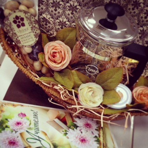 Друзья, близится очень важный школьный праздник, День учителя! И конечно магазин Vintage поможет Вам создать изысканный и необычный подарок или выбрать уже готовый вариант! Сделайте приятный и полезный подарок из чая, кофе и сладостей любимому педагогу совместно с Vintage! ТРК PLAZA, 4 этаж #подарки #деньучителя #vintagetea #tea #coffee #chocolate #sweet #candy #vintage #plaza_okt #plaza_ok #iloveplaza #okplaza #октябрьский #plaza #туймазы