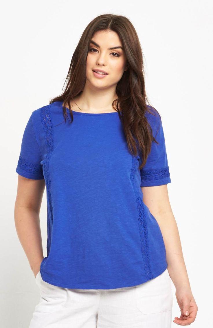 Lekka i miękka bluzka z przepiękną koronką marki So Fabulous. 135 zł na http://www.halens.pl/moda-damska-na-gore-bluzki-caa-kolekcja-17978/t-shirt-577090?imageId=400560&variantId=577090-0003