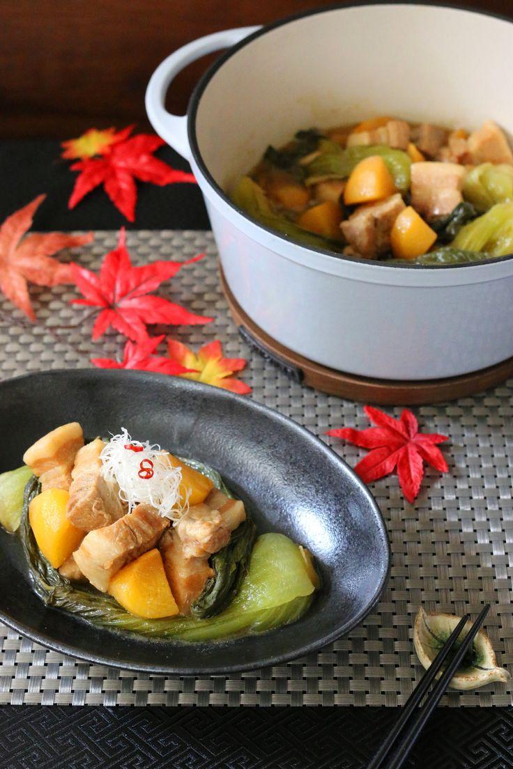 秋の味噌煮 東坡肉 by 前澤 泰爾 / バーミキュラ鍋を使い『秋の味覚を堪能できる行楽日和レシピ』のテーマで、東坡肉(豚の角煮)を味噌煮込みアレンジで作りました。「秋の味覚=柿、青梗菜」を一緒に炊き込み、豚ばら肉をひと口大にして、お弁当のおかずにも入れやすい一品に。隠し味にはメープルシロップを使い、秋味をいっそう満喫できる東坡肉です。 / Nadia