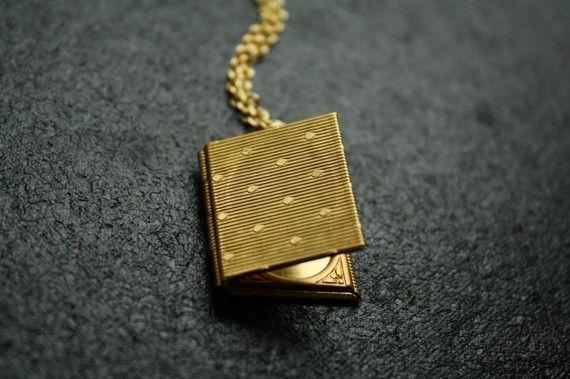 Book Locket: Gold Chains, Vintage Books, Books Pendants, Lockets Pendants, Polka Dots, Dots Books, Books Lockets, Photos Necklaces, Vintage Style