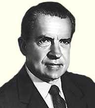 Ричард Никсон (полное имя и фамилия Ричард Милхаус Никсон, Richard Milhous Nixon) (прозвище «ловкач Дик») — американский государственный деятель, 37-й Президент Соединенных Штатов Америки (1969-1974, Республиканская партия), вице-президент (1953-1961), один из лидеров периода разрядки международной напряженности в начале 1970-х годов - http://to-name.ru/biography/richard-nixon.htm