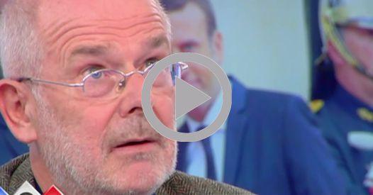 """C à Vous : François Hollande s'est senti trahi par Emmanuel Macron VIDEO - Invité dans """"C à Vous"""", le journaliste François Bazin relate les propos de François Hollande le soir de sa démission à l'égard de son a... http://www.closermag.fr/video/c-a-vous-francois-hollande-s-est-senti-trahi-par-emmanuel-macron-724058"""