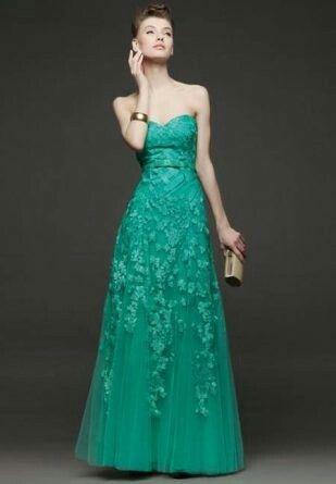 Lindo vestido  tomara que que caí  em renda  verde claro longo