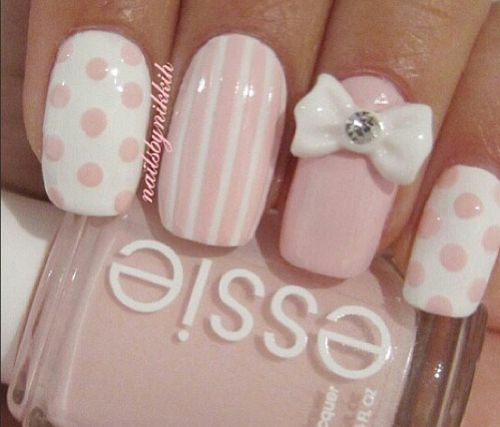 Polka dot / pink and white nails / laval nails / ongles laval/ nails art / nails design https://www.ongleslaval.com