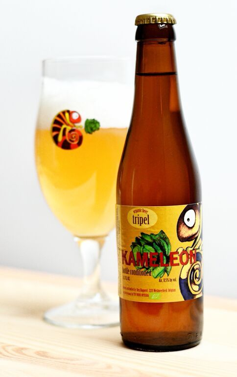 Kameleon Special Tripel Bio Style: Belgium Tripel  abv:   8.5%  Organic. Pours clear blonde, white head. Smell is rather sweet, taste is mildly bitter. Fruity aroma of honey, orange, spices, overripe peaches, hay.