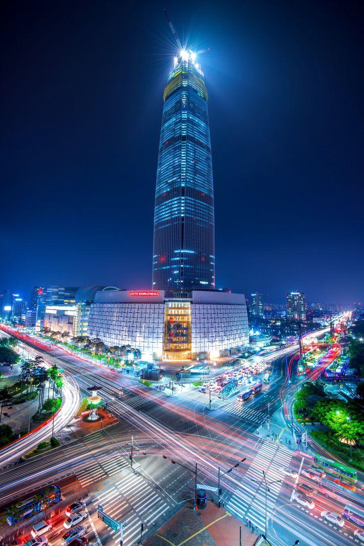 Séoul est la capitale et la plus grande ville de la Corée du Sud. Située sur le fleuve Han, au nord-ouest du pays, elle compte une population d'environ dix millions d'habitants intra-muros et 25 620 000 dans son aire urbaine (qui inclut notamment Incheon), ce qui fait d'elle la troisième mégapole la plus peuplée au monde après Tokyo et Mexico.  C'est une des rares grandes villes où population et touristes se sentent en sécurité à tout moment de la journée, ou de la nuit.