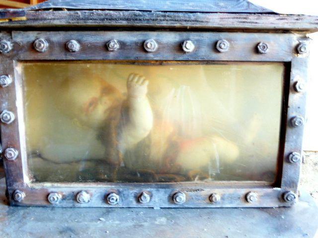 1723 best Halloween images on Pinterest Holidays halloween, Conch - halloween fish tank decorations