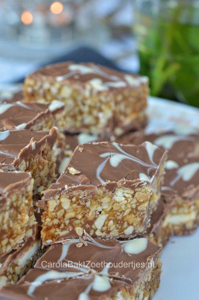 Van al die honderden recepten die ik op mijn blog heb staan heeft mijn zoon het altijd over deze: Marokkaanse snickers uit het boek: Melk en Dadels.