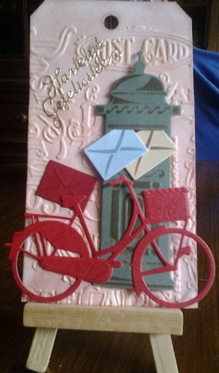 """Tag bewerkt met """"te gekke krijtjes"""" en embossed. Brievenbus van Marianne Desighn en brieven in verschillende kleuren toegevoegd. En de bakfiets aan de onderzijde tegen de brievenbus bevestigd met dubbelzijdig tape."""