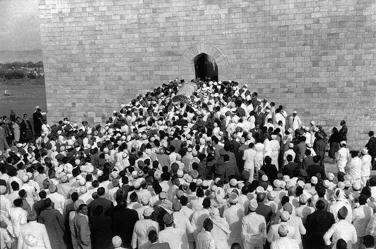 Les funérailles du Prince Aga Khan III, à Assouan, en Egypte, juillet 1957 René Burri / Magnum Photos