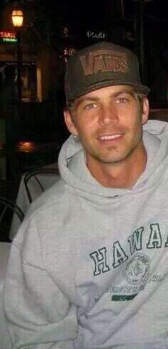 Chuck on a hoodie and a cap and look totally hot! Cute guy with minimal effort needed. He was blessed with those good looks of his.