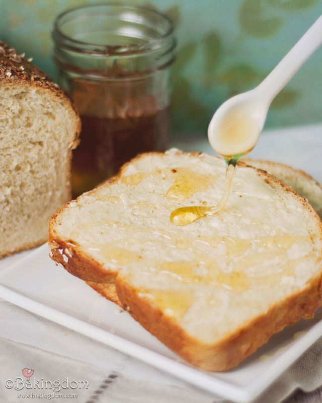 Soft Honey Oat Bread - I LOVE homemade bread :) - awesome! A dense bread that is perfect for breakfast or toasted with PB and honey