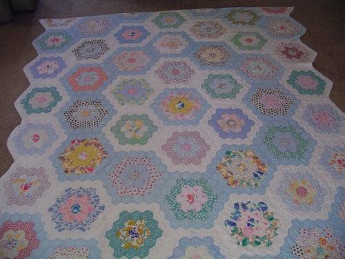 74 best grandmothers flower garden variations images on pinterest hexagon quilting hexagons for Grandmother flower garden quilt pattern variations