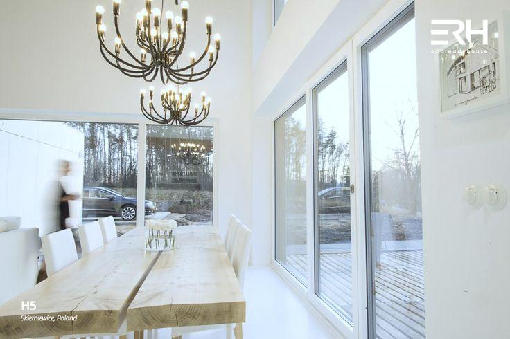 House H5 in Skierniewice, Poland #architecture #design #modernarchitecture #dreamhome #home #house #modernhome #modernhouse #moderndesign #homedesign #homesweethome #scandinavian #scandinaviandesign #lifestyle #diningroom #table #chandelier #stylish #bigwindows #interior #interiors #homeinterior #pastel #woods #comfortzone #cozy #white #decor #nature #view #openspace #ecoreadyhouse #erh