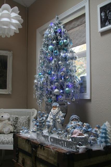 Para aquellos que no tienen mucho espacio pero disfrutan de navidad, aquí una recomendación para decorar y ahorrar espacio sin dejar de lado la belleza de estas fiestas!