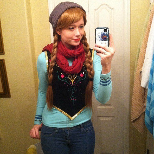 This disneybounding version of Anna is easy to pull off (just a little DIY required). #Frozen #Halloween