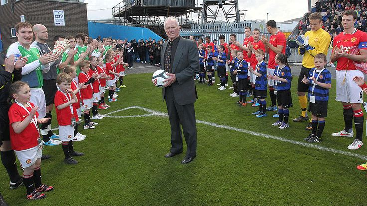 Harry Gregg Testimonial. Former Manchester United and Northern Ireland goalkeeper Harry Gregg with the teams before the kick-off at Windsor Park