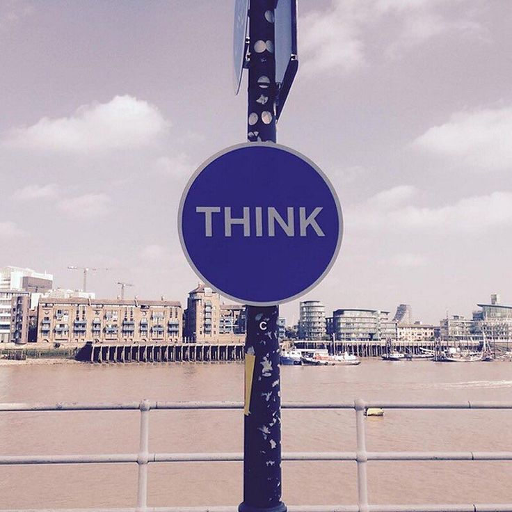 #think sign by Fernando Gutiérrez. The 50 Years of British Road Signs installation closes soon.  #regram @umagaa  #design #DesignMuseum #london #riverthames #thames #lampost #graphics #roadsign #free #british by designmuseum