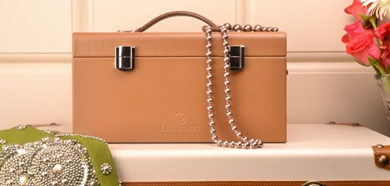 Simple yet elegant jewellery case by Luxeover.