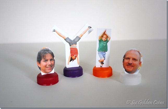 Personaliseer je eigen spelpionnen. Print leuke foto's van alle gezinsleden. Even uitsnijden en kleven op een plastieken flesdop. Samen spelletjes spelen is zo veel leuker.