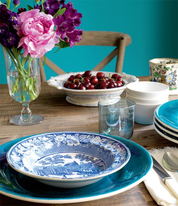 Vibrant hues of blue paired with pale rustic furniture can keep your home looking fresh