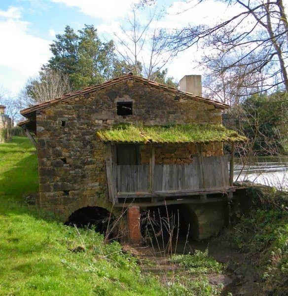 Patrimonio Industrial Arquitectónico El Molin de la Ponte en Cayes Llanera Asturias