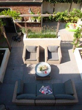 Strakke tuin met gestuukte borders en tuinmuur  Barend van de Kamp Hoveniers