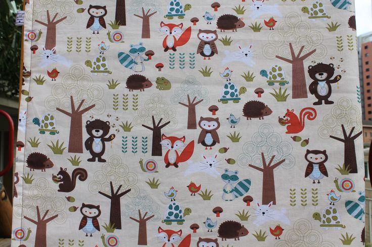 #Edredom #Berço ou Mini-cama - Na #floresta em tecido 100% algodão. Perfeito para #meninos ou #meninas. #Crib or Children's bed duvet or #quilt # Forest theme all made with 100% cotton fabric. #Gender #neutral.