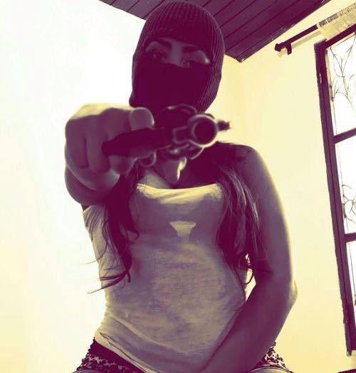 Картинка с тегом «girl, gun, and thug»